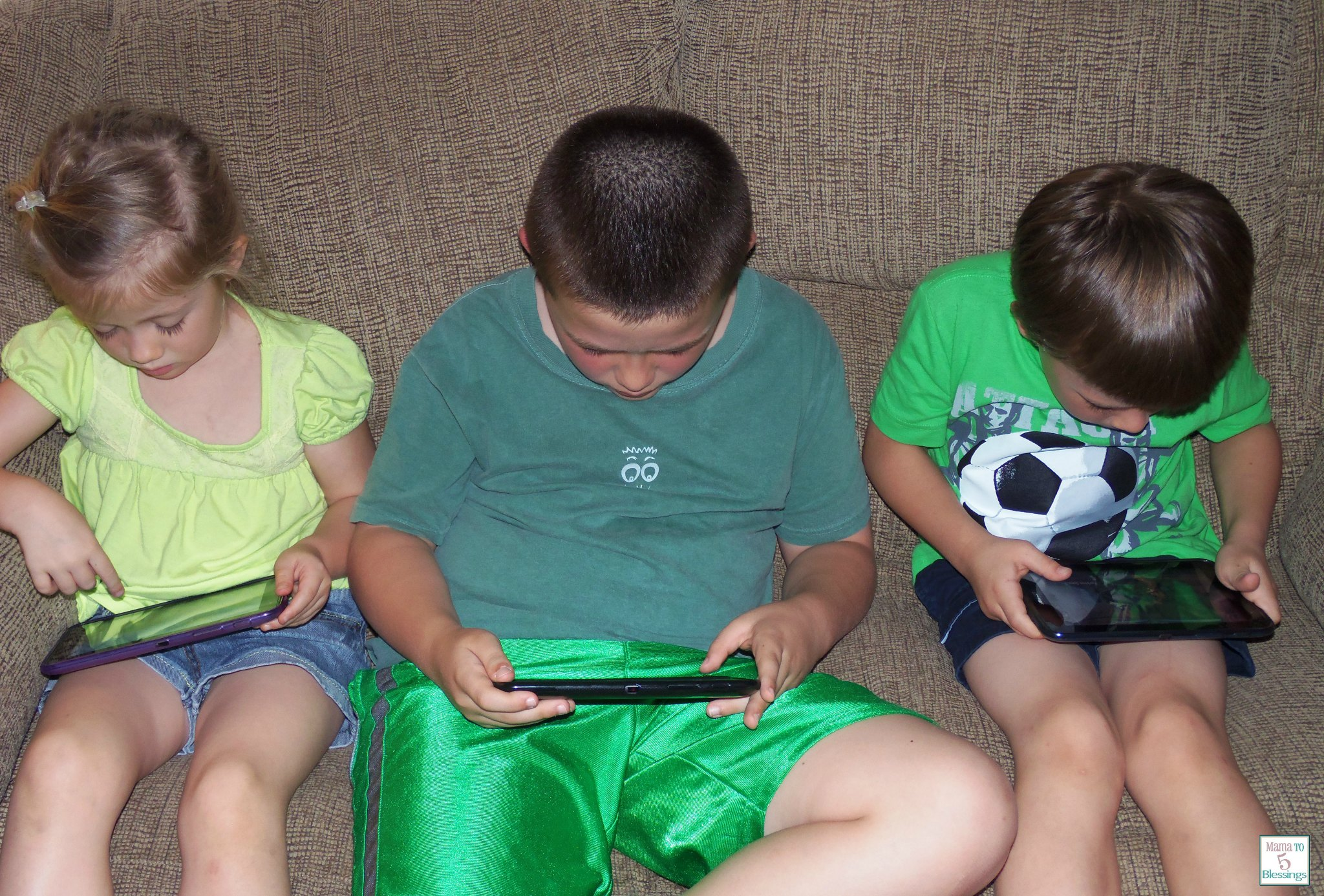 kids playing tablets